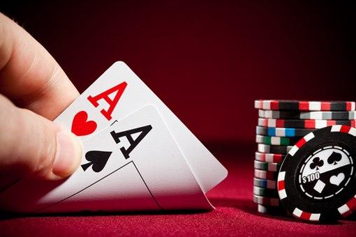 Поимел на покерном столе красивое порно